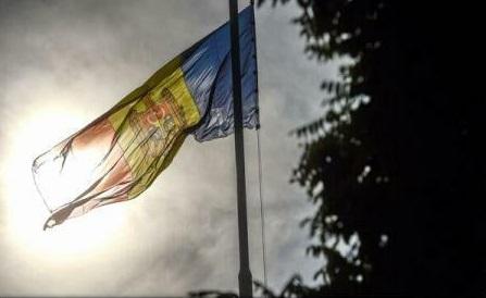 """Înlocuirea """"limbii moldovenești"""" prin """"limba română"""" în Constituția Republicii Moldova, avizată pozitiv de comisii parlamentare"""
