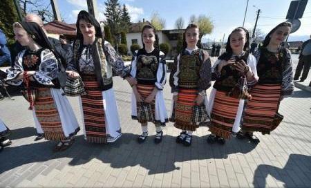 Țara Năsăudului încearcă să intre în Cartea Recordurilor cu cea mai mare mulțime de oameni în costume populare