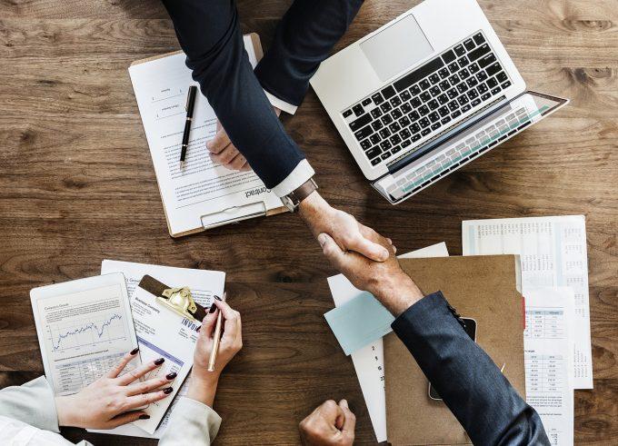 10% dintre angajații români vor să muncească în străinătate; 2 din 5 români vor schimbarea locului de muncă
