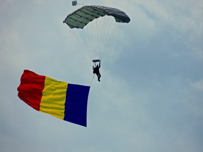 25% dintre românii care trăiesc în România şi-au exprimat dorinţa de a se stabili definitiv în străinătate