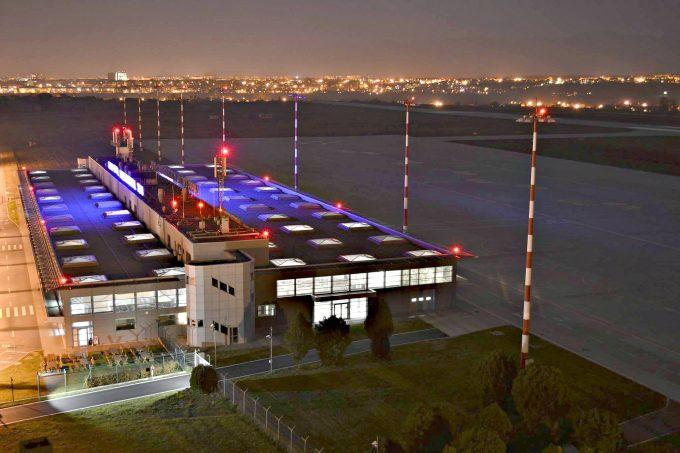 Aeroportul din Sibiu, primul din ţară care va avea o bibliotecă pentru pasageri