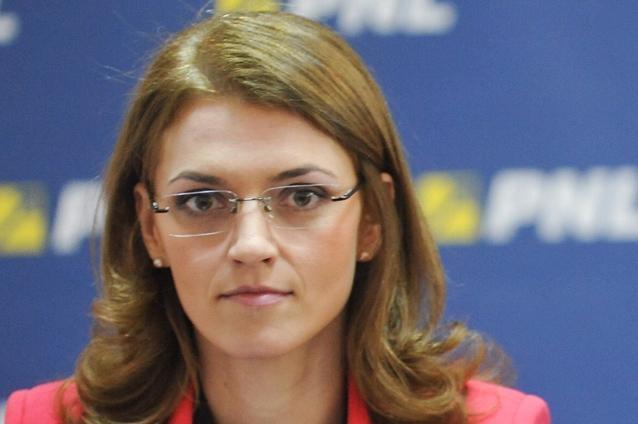"""Alina Gorghiu: """"Victor Ponta ar trebui să îşi dea demisia din funcţia de prim-ministru"""""""