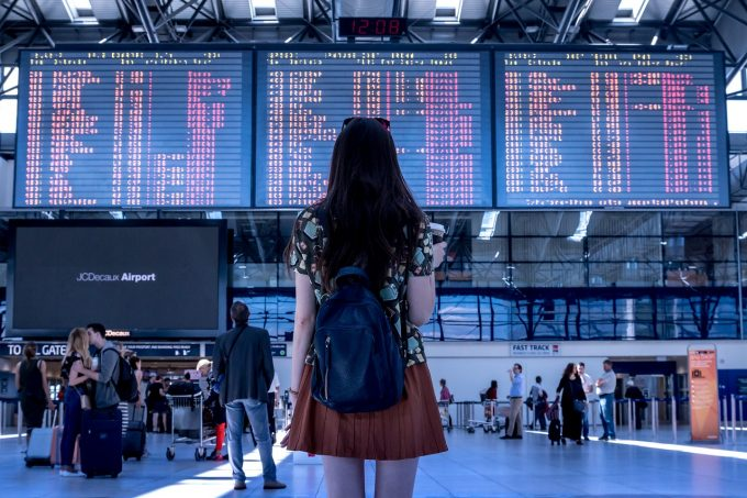 Aproape jumătate dintre tinerii români au călătorit în afară ţării cel puţin o dată anul acesta (studiu)