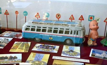 Arad: S-a deschis expoziția itinerantă intitulată ''Muzeul Jucăriilor''