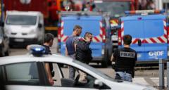 Atentat Franța: Preot ucis în luarea de ostatici. Unul dintre atacatorii din biserică era inculpat pentru legături cu terorismul