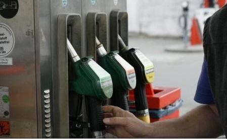 Autoritățile propun creșterea accizelor la carburanți, pentru că au scăzut încasările, iar prețurile, printre cele mai mici din UE