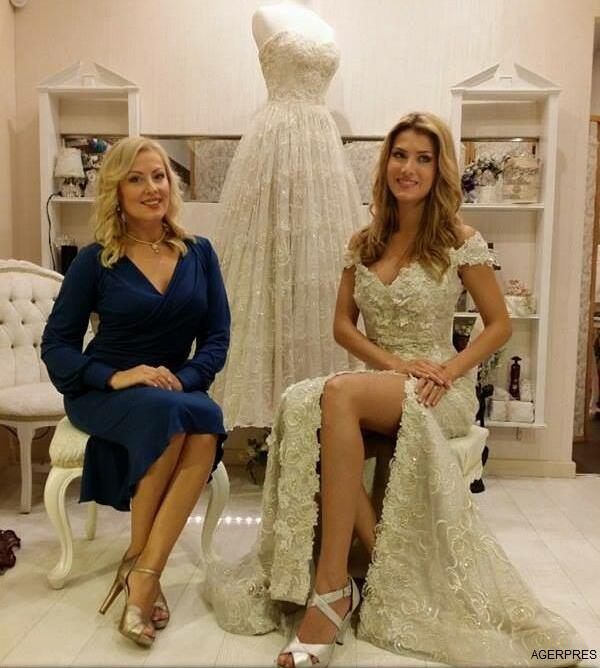 Câștigătoarea-Miss-World-îmbrăcată-în-creațiile-bistrițencei-Tina-Olari-designerul-său-oficial-1