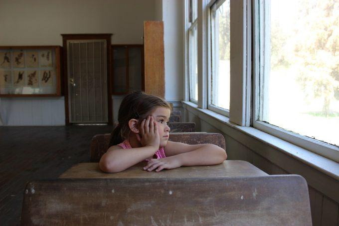 CDR: Un sfert dintre copiii din România abandonează şcoala; metodele de predare sunt de pe vremea bunicilor