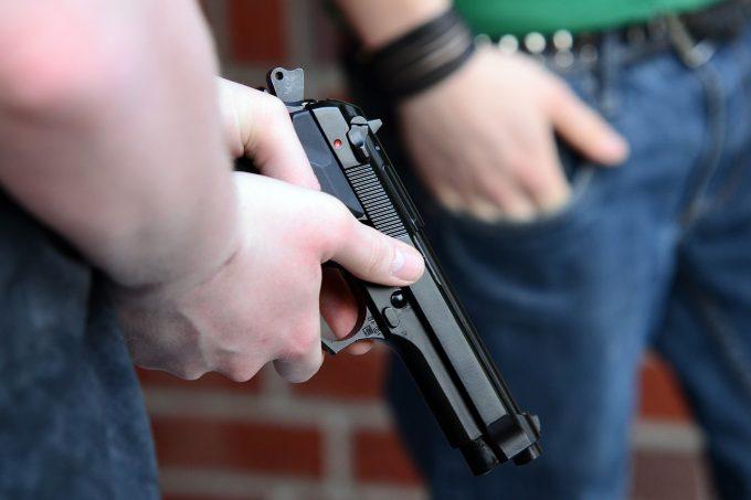 California: Puşti de asalt, descoperite acasă la un elev de 17 ani care ameninţase şcoala unde învăţa