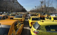 Care sunt motivele? 35.000 de transportatori vor protesta miercuri în Capitală și în marile orașe