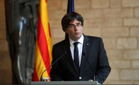 Carles Puigdemont lasă parlamentul Cataloniei să decidă cu privire la declararea independenței și refuză convocarea alegerilor anticipate