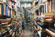 Carte restituită unei biblioteci din Valencia la jumătate de secol după ce a fost împrumutată