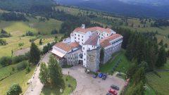 """""""Castelul lui Dracula"""" din Pasul Tihuţa, scos la vânzare pentru aproximativ 7 milioane euro"""