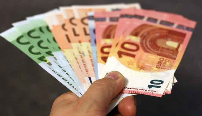 Ce spune Isărescu despre banii românilor din străinătate trimiși în țară?