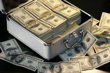 Cei mai bogaţi oameni din lume şi-au majorat averile cu 1.000 de miliarde de dolari, în 2017