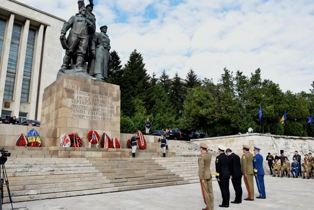 Ceremonie de 9 Mai/ Depuneri de coroane de flori la Monumentul Eroilor Patriei din al Doilea Război Mondial