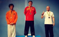 Claudiu Mihăilă a câștigat ARGINTUL la un campionat de arte marțiale din Spania. Primăria din Tomelloso l-a premiat în cadrul unei gale