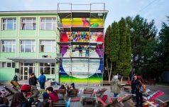 Cluj: O sută de portrete ale personalităţilor istorice ale României, pictate pe peretele unui liceu