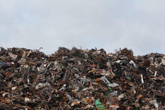 Comisia Europeană cere României să-şi respecte obligaţiile de raportare conform legislaţiei UE în domeniul deşeurilor
