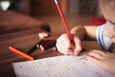 Copiii bilingvi nu sunt mai inteligenţi decât cei monolingvi (studiu)