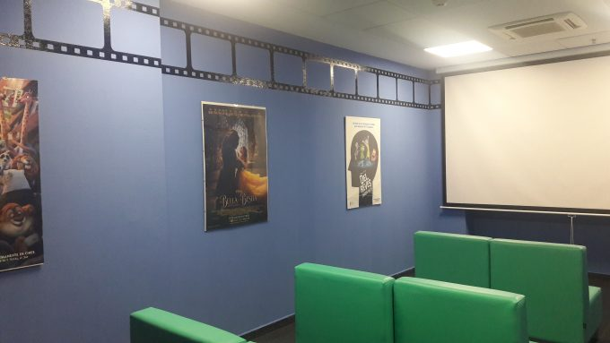 Copiii internați la Spitalul Universitar din Torrejón se pot bucura de o sală de cinematograf