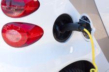 Creştere de aproape două treimi a vânzărilor de autoturisme ecologice noi în România, în primele nouă luni (APIA)