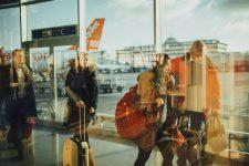 Cum putem cumpăra în siguranță de pe internet bilete de avion și pachete turistice?