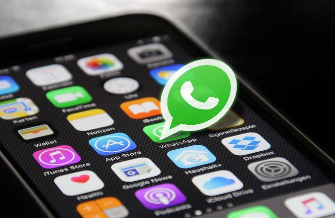 Cum s-a schimbat – sau nu – limbajul iubirii în era WhatsApp