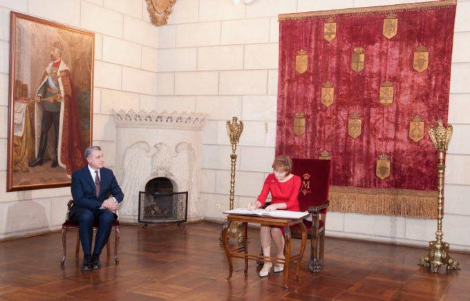 VIDEO: Custodele Coroanei şi Familia Regală - la Alba Iulia, de 1 Decembrie