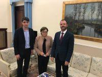 Delegația MRP – alături de mama româncă și cei doi copii din Lamezia-Terme