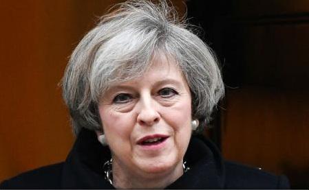 Deputații britanici o autorizează pe Theresa May să declanșeze Brexitul