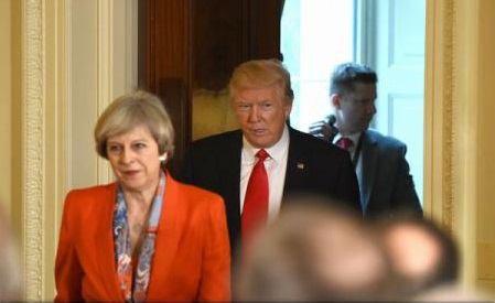 Donald Trump și Theresa May speră să convingă Rusia să nu-l mai sprijine pe președintele sirian