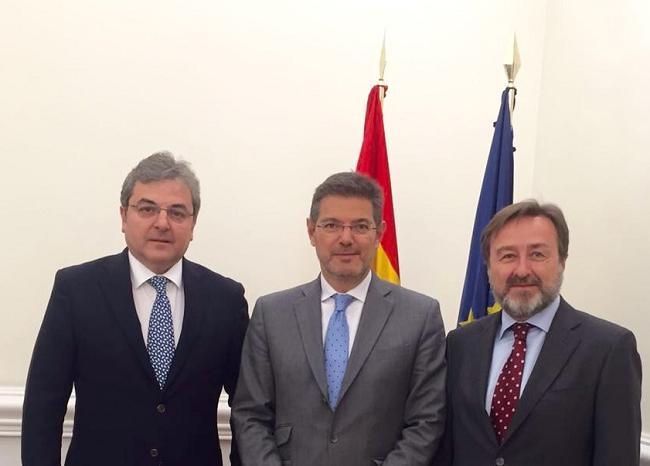 El-recibimiento-del-embajador-rumano-por-el-Ministro-español-de-Justicia-en-visita-de-despedida-con-ocasión-de-la-finalización-de-su-mandato-en-España-1