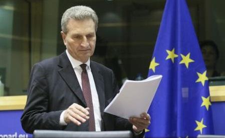 """Europa nu ar trebui să joace jocul lui Trump """"dezbină și stăpânește"""" (oficial al UE)"""