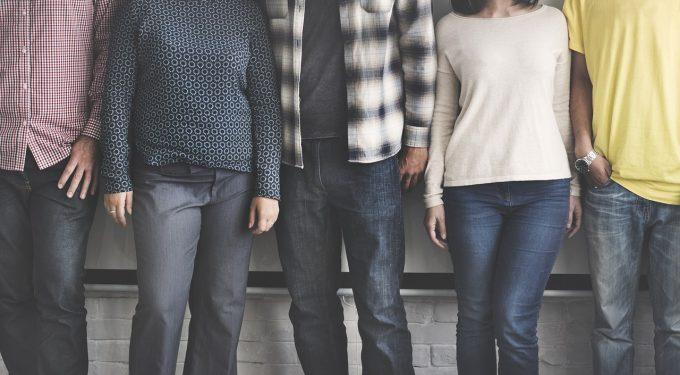 Eurostat: Tinerii europeni 'îşi iau zborul din cuib' la 26 de ani; în România, vârsta medie este de 28 de ani