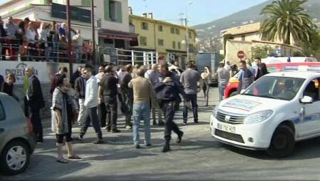 Franța: Atacul armat de la Grasse, 'faptă nebună a unui tânăr fragil și fascinat de arme' (ministrul educației)