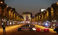 Franța: Schimb de focuri pe Champs-Elysées, un polițist ucis. Gruparea Stat Islamic revendică acțiunea