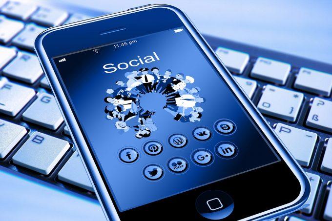 George Soros atrage atenţia că reţelele de socializare pot duce la un 'control totalitar'