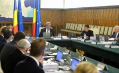 Guvern: Tinerii dezavantajaţi se vor putea angaja, timp de 24 de luni, în instituţiile publice locale