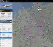 """INEDIT: Cel mai mare avion de pasageri a """"desenat"""" pe radare un pom de Crăciun… cu tot cu globuri"""