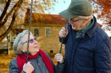 INS: România avea la începutul anului aproape 3,6 milioane de persoane vârstnice, 18% din populaţia rezidentă