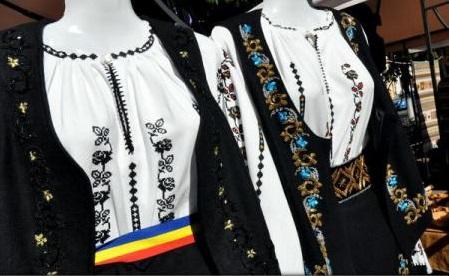 Iași: Costumele populare din colecția Flori de ie, prezentate într-un eveniment de sărbătoarea Micii Uniri