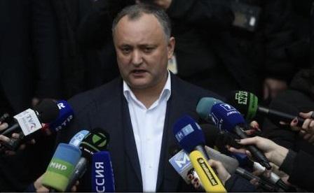 Igor Dodon a solicitat guvernului suspendarea din funcție a ambasadorului Republicii Moldova în România