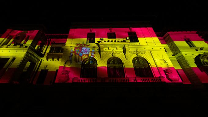 Iluminarea Palatului Cotroceni în culorile drapelului spaniol, în semn de solidaritate cu Regatul Spaniei și poporul spaniol