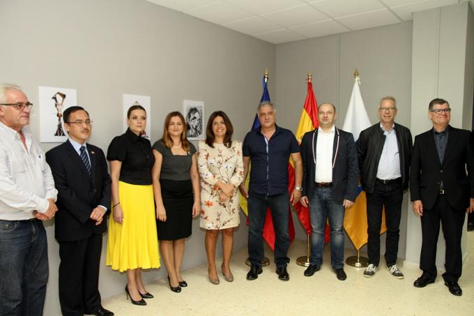 Inaugurarea expoziției artistului Néstor Dámaso del Pino la Consulatul Onorific al României în Insulele Canare