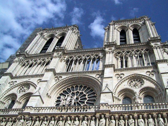 Incendiu la Notre-Dame: Un concurs internaţional de arhitectură, lansat pentru reconstrucţia fleşei distruse a catedralei