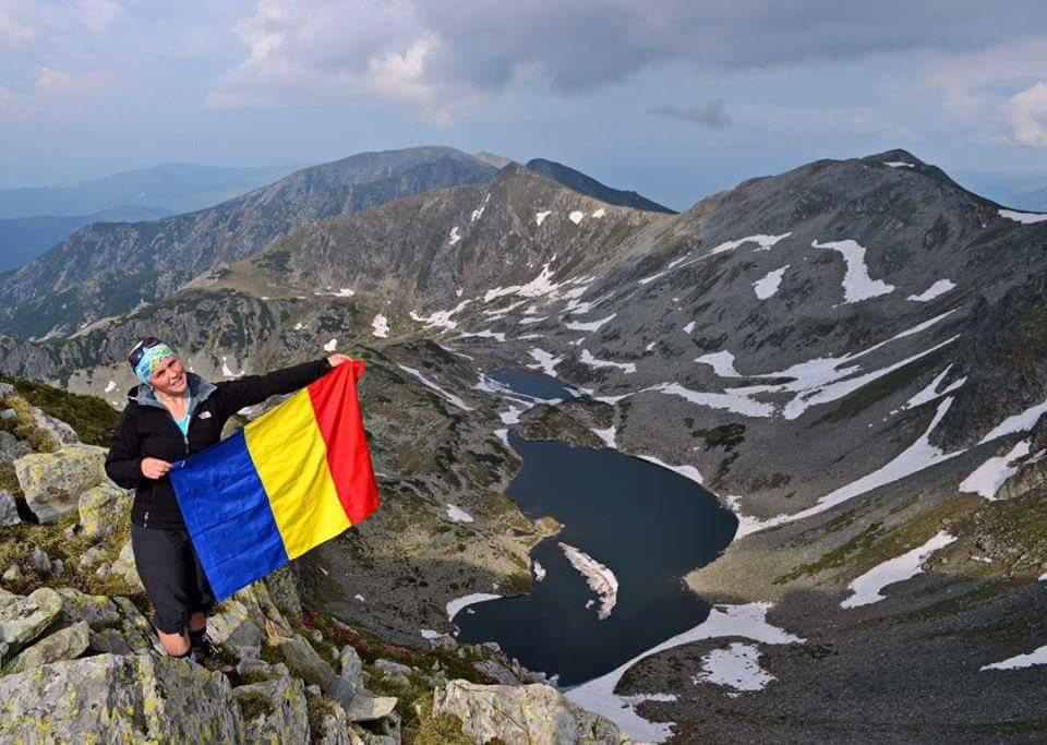 Interviu cu o hunedoreancă pentru care muntele este totul. Cristina Bucureştean are nevoie de susținerea românilor pentru a-și urma visul