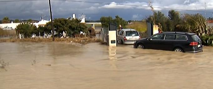 Inundații în nord-estul Spaniei: 25.000 de locuinţe au rămas fără electricitate
