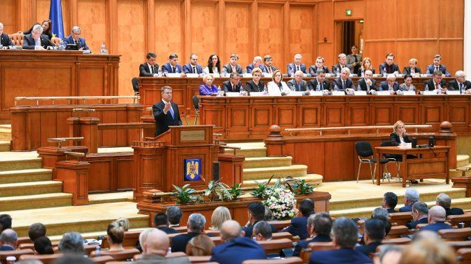 VIDEO - Iohannis: Întrebarea la care trebuie să răspundă politicienii este dacă vor continua să promită mult şi să livreze puţin