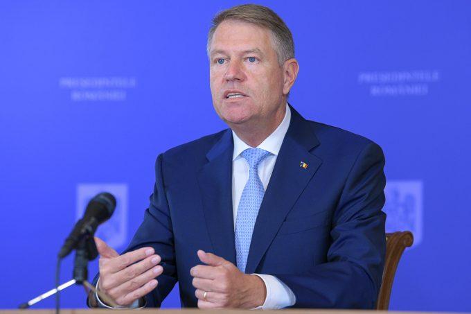 Iohannis: Mulţumesc românilor pentru că au respectat măsurile şi bisericilor pentru organizarea ceremoniilor fără expunerea românilor